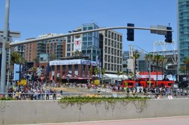 San Diego Comic Con 2013 Thursady Outside Crowds