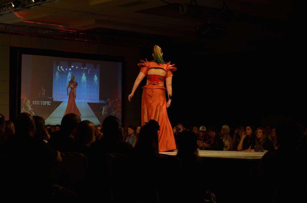 Her Universe Fashion Show SDCC 2014 Lindsay Orndorff Samus Metroid Gown 2