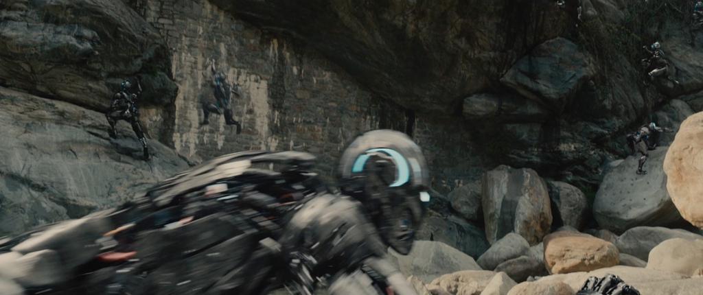 Avengers Age of Ultron Movie Screenshot Robots 3