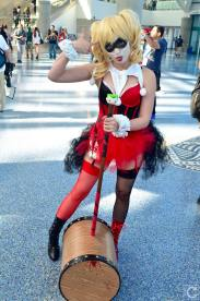 WonderCon 2016 Cosplay Funny Outtakes 103 Harley Quinn Mallet