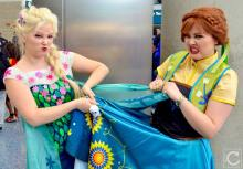 WonderCon 2016 Cosplay Funny Outtakes 114 Elsa Anna Frozen
