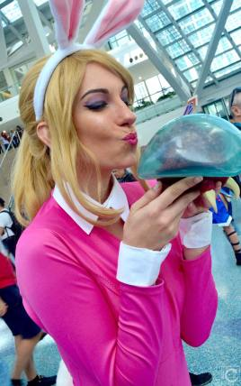 WonderCon 2016 Cosplay Funny Outtakes 32 Bunny Samus Metroid