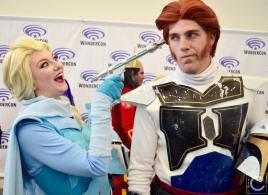 WonderCon 2016 Cosplay Funny Outtakes 62 Elsa Hans Frozen