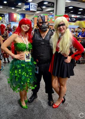 san-diego-comic-con-2016-cosplay-13-bane-ivy-harley-dc-villains