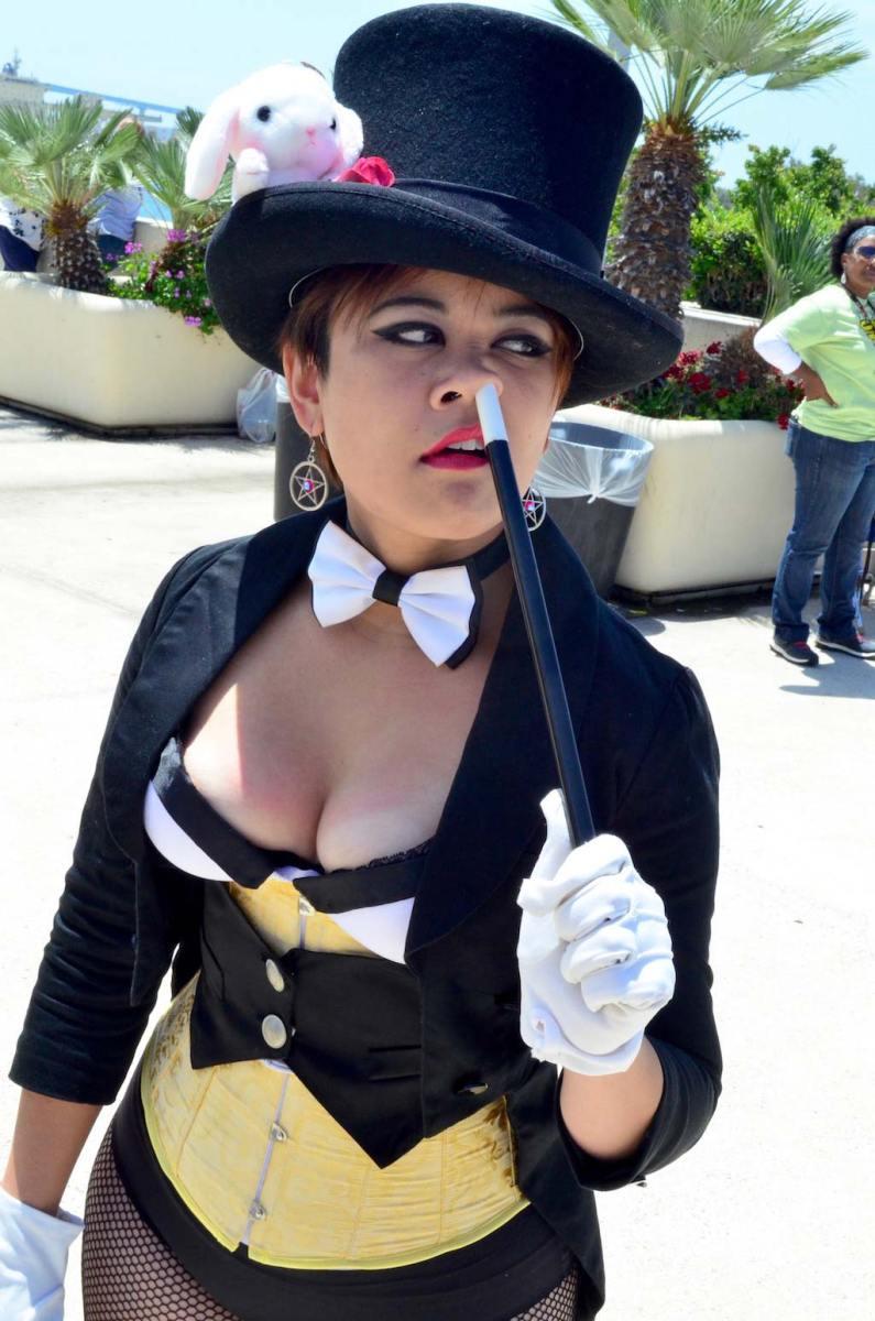 san-diego-comic-con-2016-cosplay-outtakes-11-zatanna