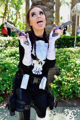 WonderCon 2017 Cosplay Funny Female Punsher
