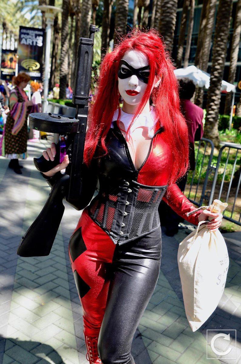 WonderCon 2017 Cosplay Gangster Harley Quinn