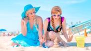Beach Cosplay Elsa and Anna Disney Frozen